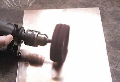 Szczotka Lipprite® składa się z włókniny z ziarnem ściernym